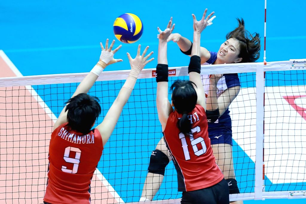 LAGUNA PROVINCE, Aug. 13, 2017 - Lee Tzu-Ying (R) of Chinese Taipei competes against Haruyo Shimamura (L) and Risa Ishii of Japan during their second round match in the 2017 Asian Women's Volleyball ...