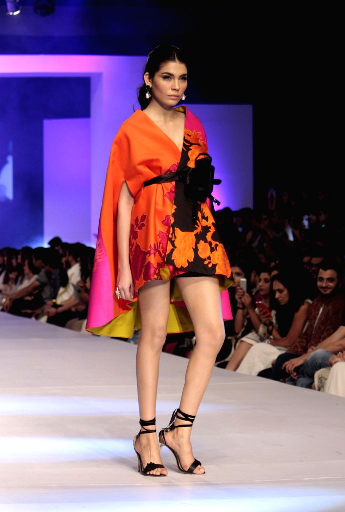 A model presents a creation by designer Sana Safinaz during the last day of Pakistan Fashion Design Council (PFDC) Sunsilk Fashion Week in eastern Pakistan's ...