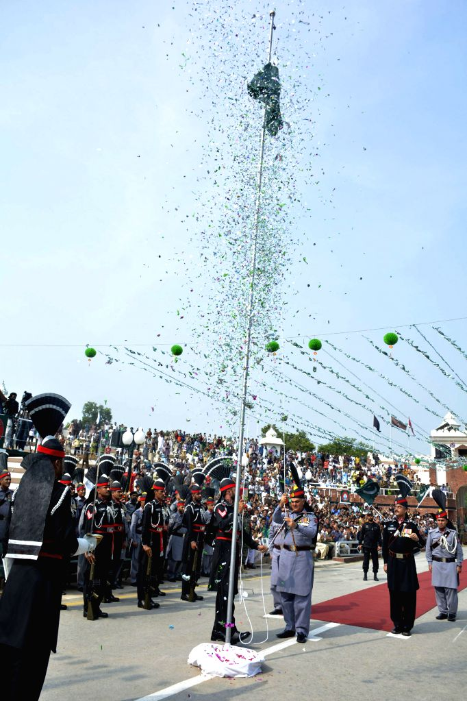 LAHORE, Aug. 14, 2016 - Pakistani rangers raise Pakistani national flag during a ceremony celebrating Pakistan's 70th Independence Day at the Pakistan-India Wagah Border in eastern Pakistan's Lahore, ...