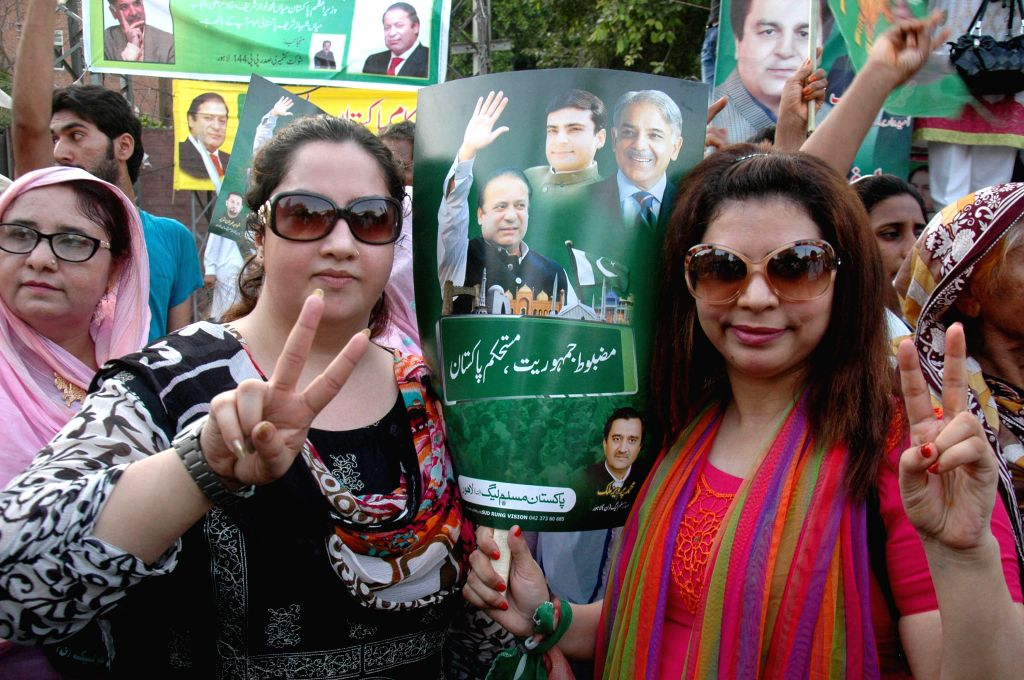 Supporters of the ruling Pakistan Muslim League-Nawaz take part in a demonstration in support of Prime Minister Nawaz Sharif in eastern Pakistan's Lahore on Aug. 25,