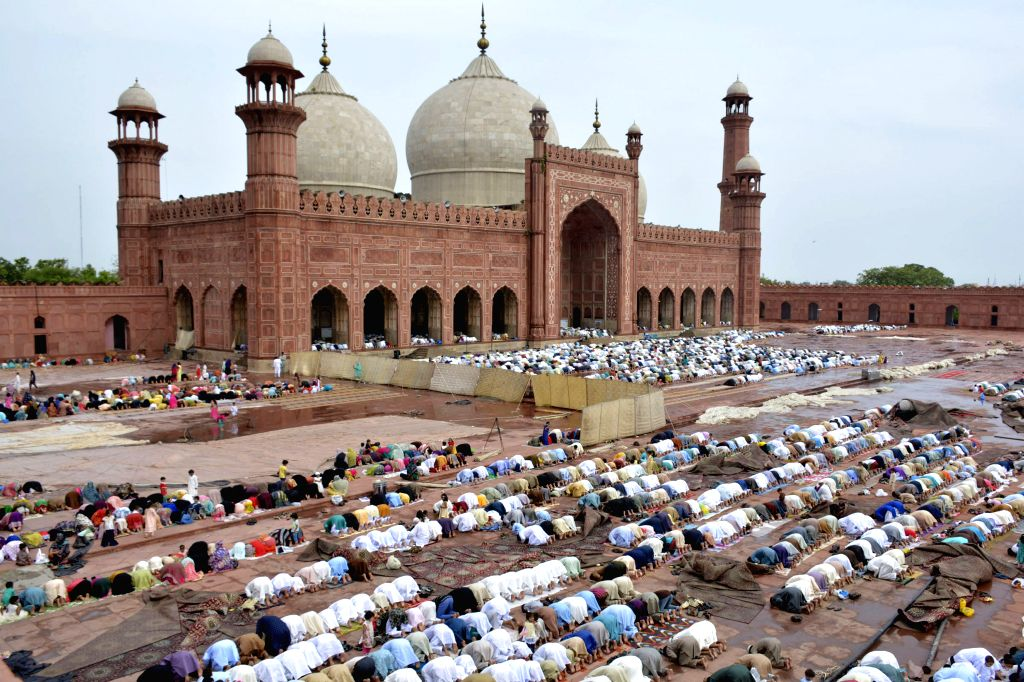 LAHORE, July 6, 2016 - Pakistan Muslims offer Eid al-Fitr prayers at the Badshahi Mosque in eastern Pakistan's Lahore, July 6, 2016.