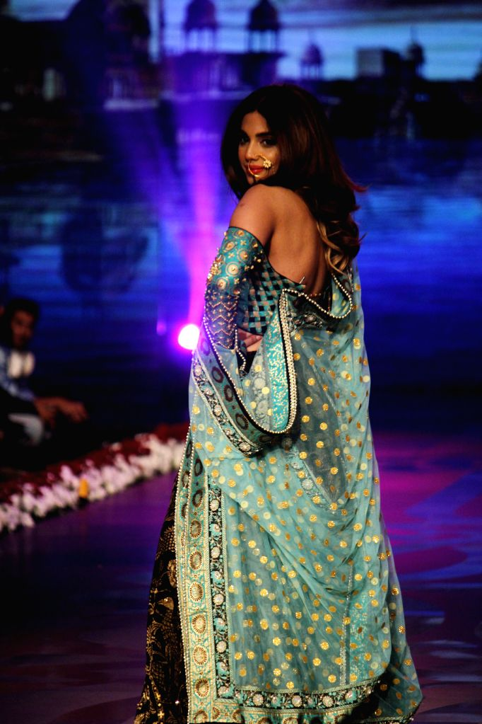 LAHORE, Nov. 28, 2016 - A model presents a creation by designer Wardha Saleem on the last day of the 13th Edition of Bridal Couture Week in Lahore, Pakistan, Nov. 27, 2016. (Xinhua/Jamil Ahmed)