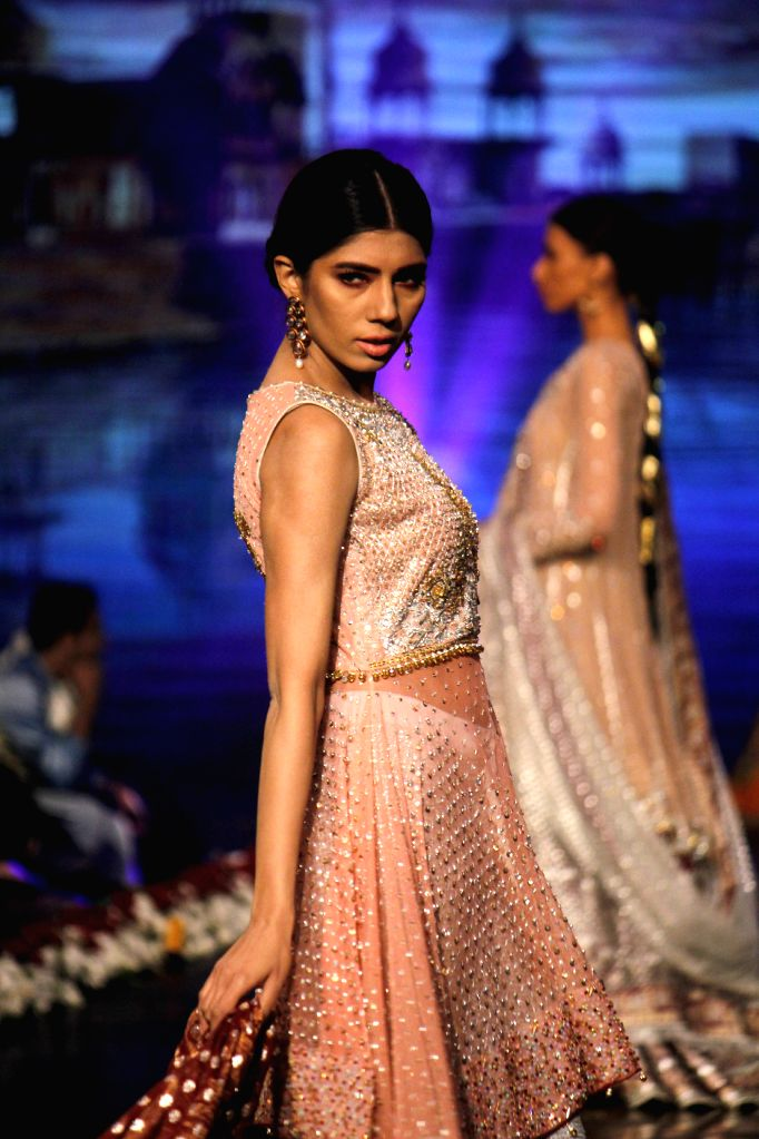 LAHORE, Nov. 28, 2016 - Models present creations by designer Wardha Saleem on the last day of the 13th Edition of Bridal Couture Week in Lahore, Pakistan, Nov. 27, 2016. (Xinhua/Jamil Ahmed)