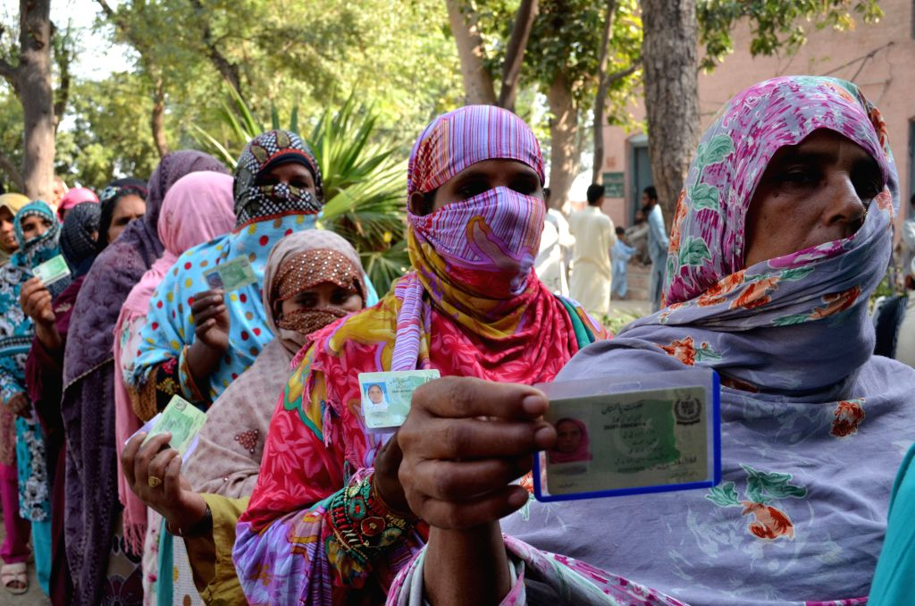 LAHORE, Oct. 31, 2015 (Xinhua) -- Pakistani women queue to cast their ballots at a polling station during the local government elections in eastern Pakistan's Lahore, on Oct. 31, 2015. The first phase of the local government elections began in the Pa