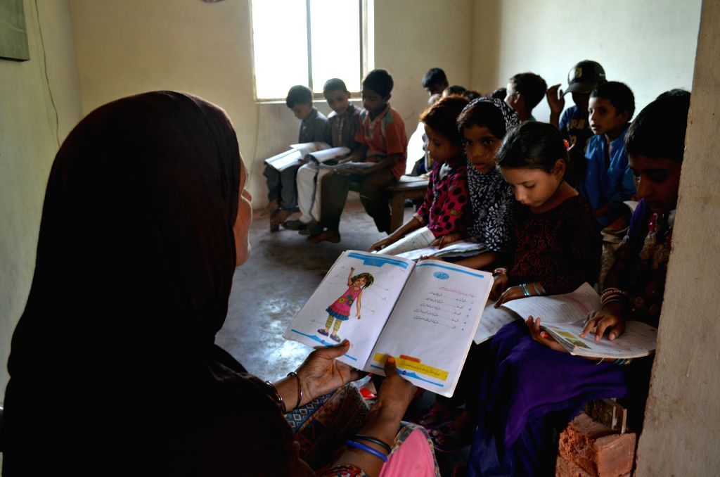 LAHORE, Oct. 5, 2015 (Xinhua) -- A teacher teaches students at a school on World Teachers Day in eastern Pakistan's Lahore, Oct. 5, 2015. (Xinhua/Jamil Ahmed/IANS)
