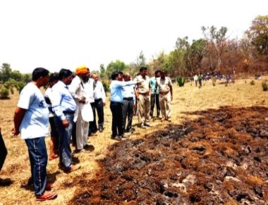 Lakhimpur: Underground fires in the forest ranges of Lakhimpur Kheri district in Uttar Pradesh have triggered panic among the local villagers who have started fleeing their homes as smoke has been seen emerging from cracks in the ground. According to