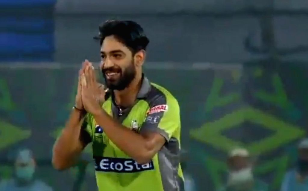 'Lala I'm sorry': Rauf apologises to Afridi after dismissing him for duck.