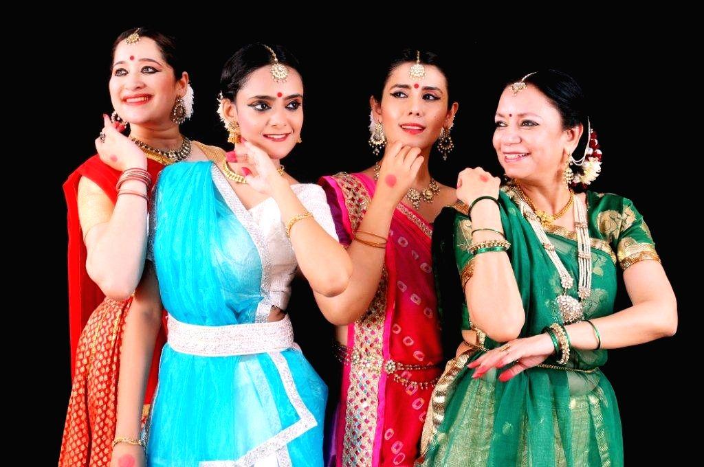 Lalit Arpan - Continuing guru shishya Tradition - Artists from Left  - Supriya sathe , Mrinalini, Kartika Singh and Shruti Gupta Chandra. (1) - Kartika Singh and Shruti Gupta Chandra