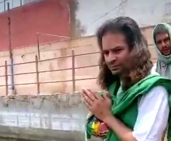 Lalu's son Tej Pratap reaches Brajbhoomi, visits holy temples.
