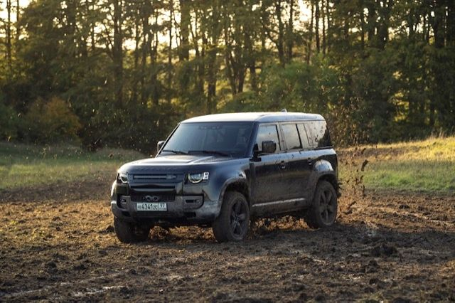 """Land Rover's New Defender will be making a starry appearance alongside Daniel Craig  in the upcoming """"No Time To Die"""" as the car has been used for several stunt sequences."""