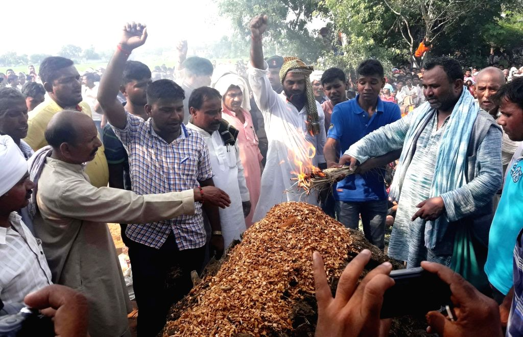 Last rites of Havildar Ashok Kumar Singh who was killed in the terror attack on Uri army camp underway in Bhojpur Distrisct of Bihar on Sept 20, 2016.