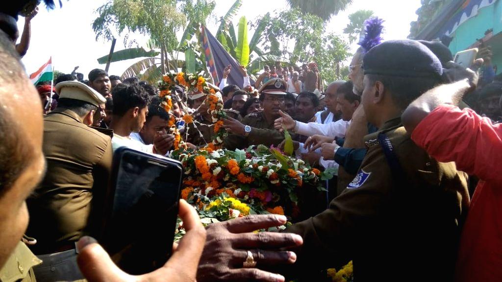 Last rites of martyr Ratan Kumar Thakur, one of the 49 CRPF personnel killed in 14 Feb Pulwama militant attack underway in Bhagalpur of Bihar on Feb 16, 2019. - Kumar Thakur