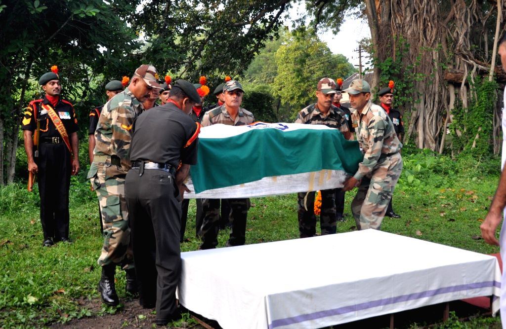 Last rites of Uri martyr Vikas Kulmethe underway at in  Yavatmal of Maharashtra on Sept 20, 2016.