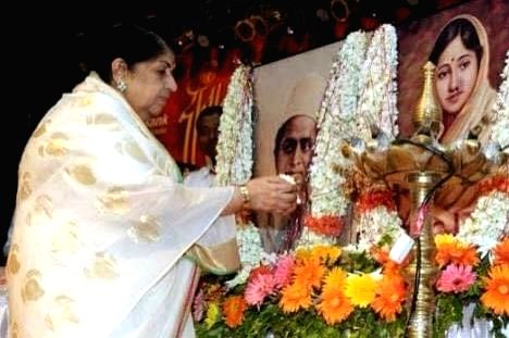 Lata Mangeshkar shares emotional post on father's death anniversary.