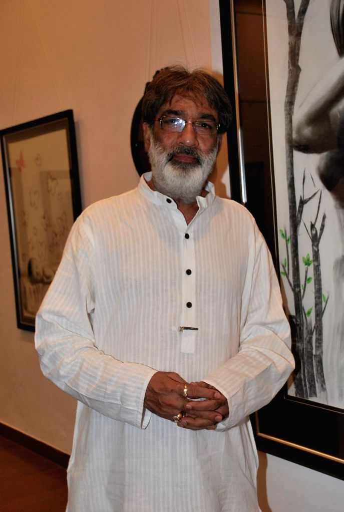 Launch of Charcoal Exhibition by Gautam Patole at Nehru Centre.