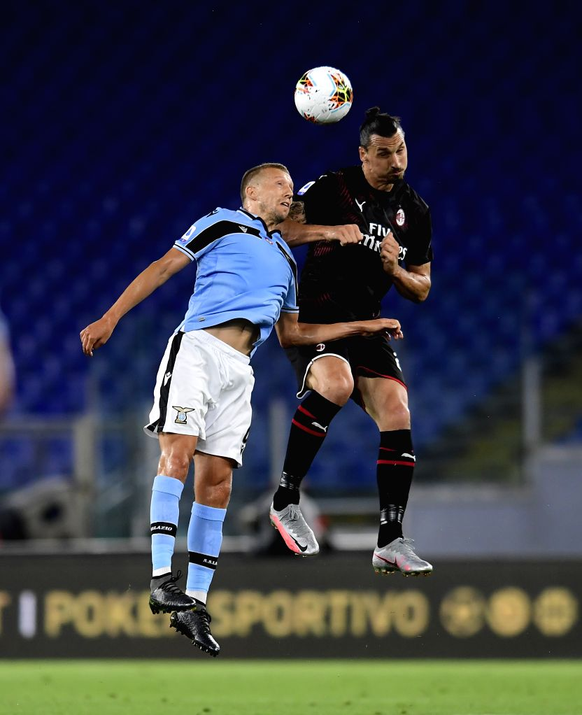 Lazio's Lucas Leiva (L) vies with AC Milan's Zaltan Ibrahimovic during a Serie A football match between Lazio and AC Milan in Rome, Italy, July 4, 2020.