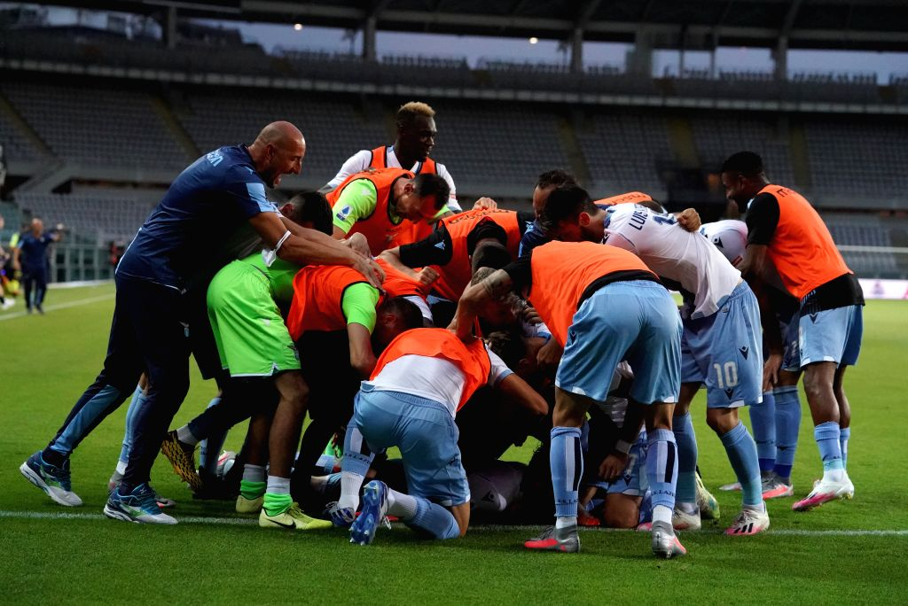 Lazio's Marco Parolo celebrates his goal with his teammates during a Serie A football match between Torino and Lazio in Turin, Italy, June 30, 2020.