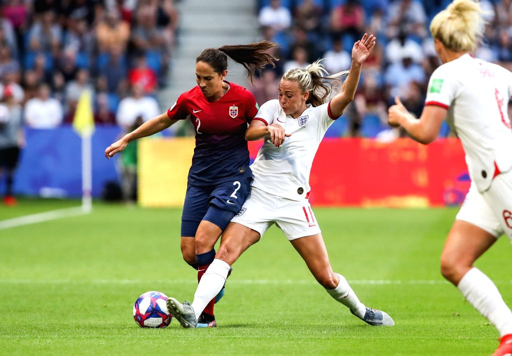 LE HAVRE (FRANCE), June 28, 2019 (Xinhua) -- Toni Duggan (2nd L) of England vies with Ingrid Moe Wold (1st L) of Norway during the quarterfinal between England and Norway at the 2019 FIFA Women's World Cup in Le Havre, France, on June 27, 2019. Engla