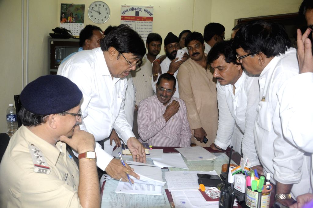 Leader of Opposition in Madhya Pradesh Assembly, Satyadev Katare and other Congressmen arrive to lodge complaint against state government in  VYAPAM scam at Habibganj police station in Bhopal on July