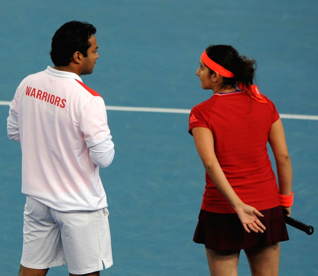 Leander Paes and Sania Mirza during an IPTL match between Micromax Indian Aces and Legendari Japan Warriors at Indira Gandhi Stadium in New Delhi, on Dec 11, 2015. - Sania Mirza and Indira Gandhi Stadium