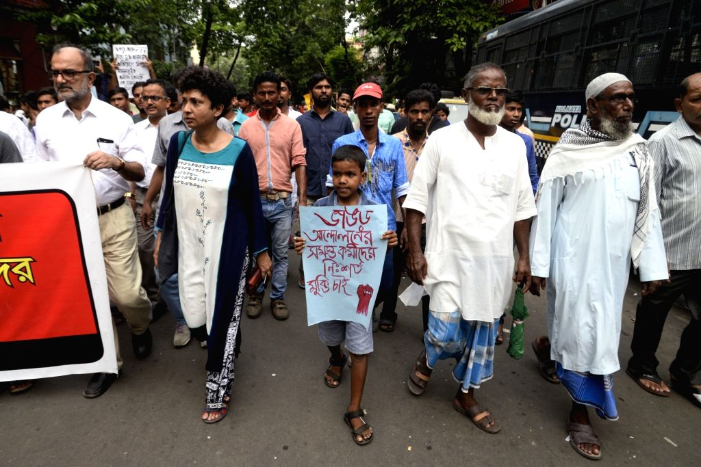 Left activists and members of the anti-power grid movement committee in West Bengal's Bhangar participated in a rally organised to protest against the arrest of CPI-ML Red Star leader Alik ... - Alik Chakraborty