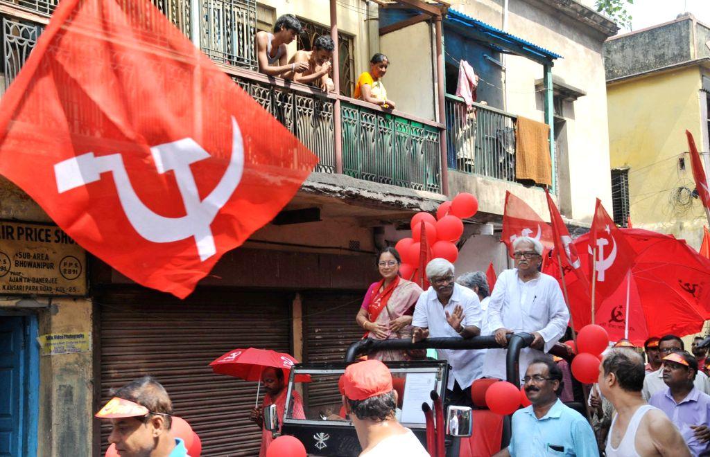 Left Front chairman Biman Bose, CPI(M) leader Sujon Chakraborty and CPI-M candidate of South Kolkata Nandini Mukherjee during an election campaign ahead of Lok Sabha Election in Kolkata, on ... - Biman Bose, Sujon Chakraborty and Kolkata Nandini Mukherjee