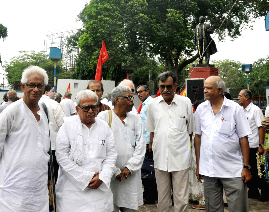 Left Front Chairman Biman Bose, CPI(M) West Bengal state secretory Surja Kanta Mishra with other leaders pay tribute to Vladimir Lenin on his birth anniversary in Kolkata on April 22, 2017. - Biman Bose and Surja Kanta Mishra