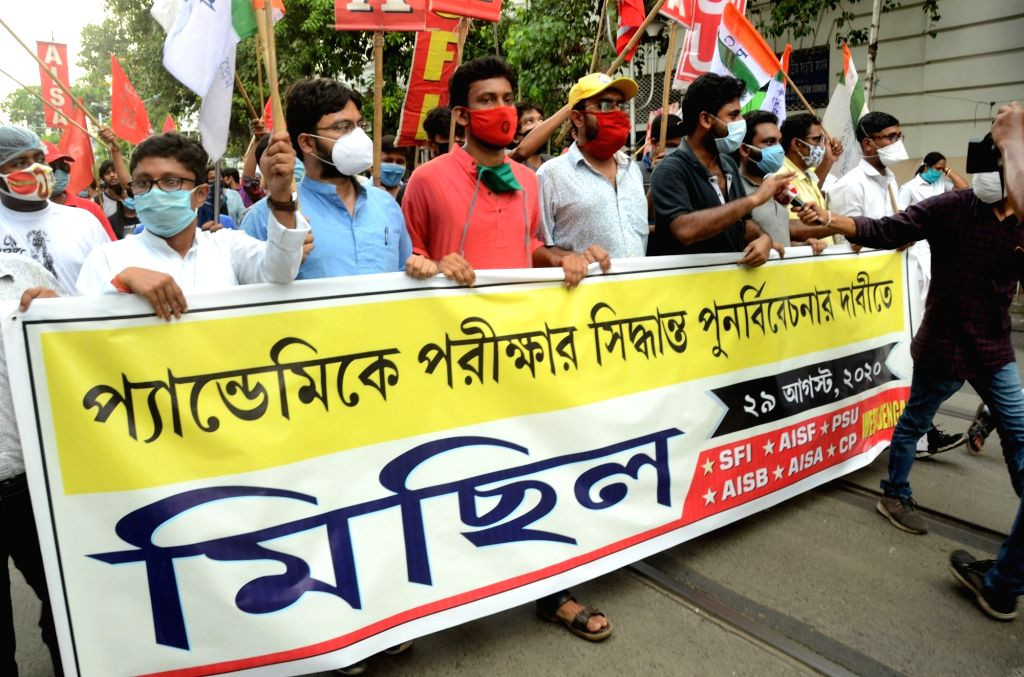 Left students took part in a protest rally to demand reconsideration of examination decisions at Pandemic in Kolkata on August 29, 2020.