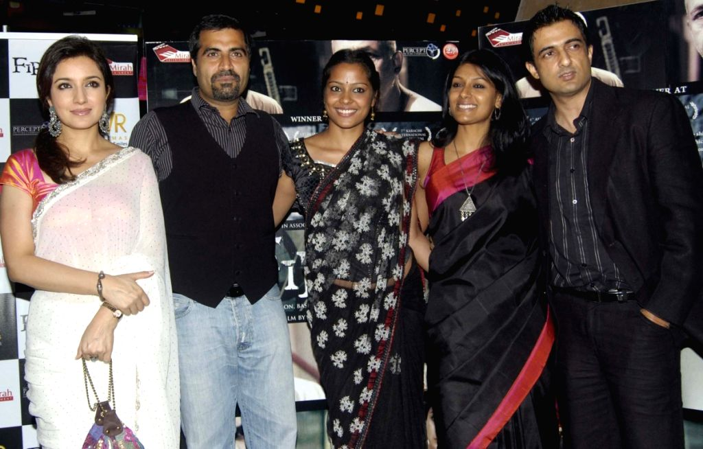 left to right: Tisca Chopra, Shailendra Singh, Shahana Goswami, Nandita Das and Sanjay Suri at film 'Fraaq' premiere at PVR in Mumbai.