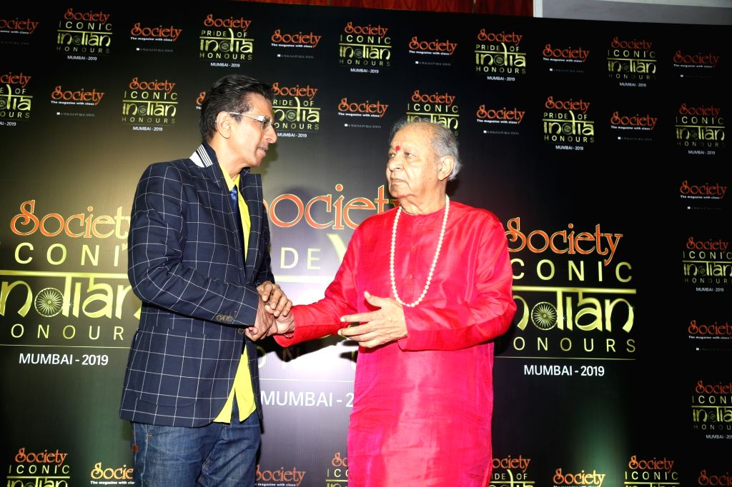 Legendary flutist Hariprasad Chaurasia and actor Javed Jaffrey during Society Awards at Taj Santacruz in Mumbai on Nov 16, 2019. - Javed Jaffrey