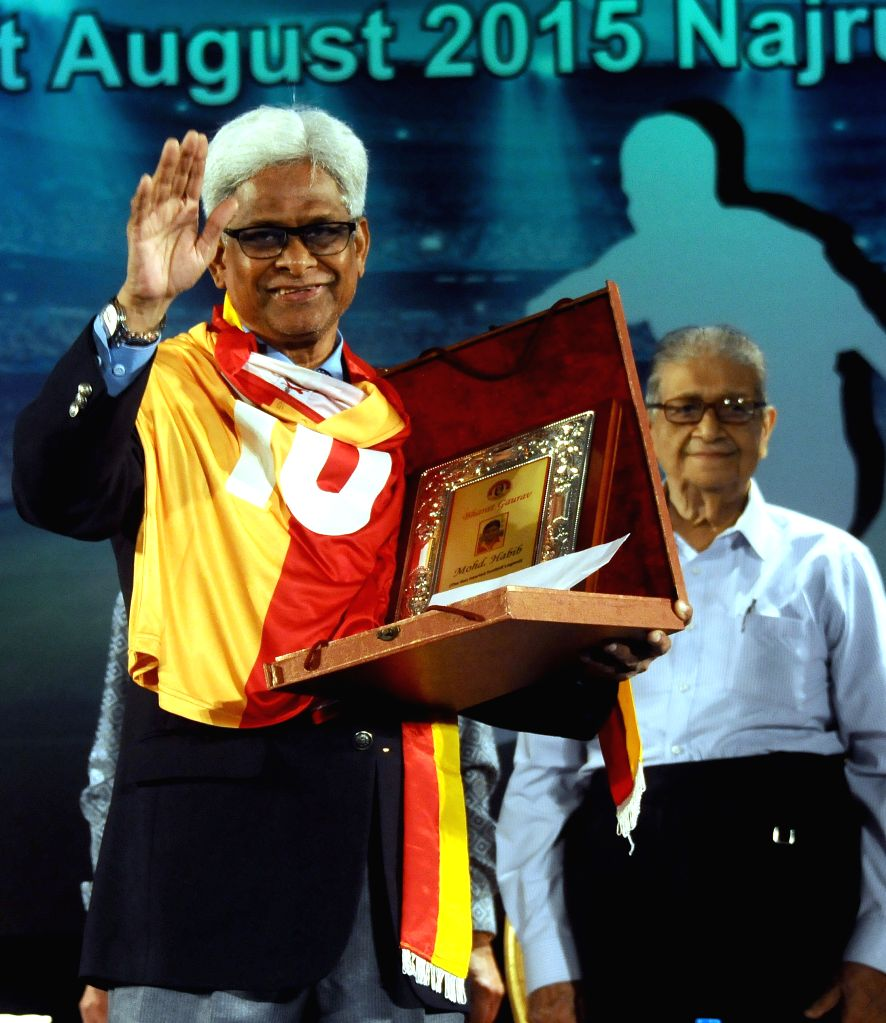 Legendary footballer Mohammed Habib being felicitated with `Bharat Gaurav Award` by East Bengal Club during 96th foundation day of East Bengal Club at Najrul Mancha in Kolkata on Aug 1, ...