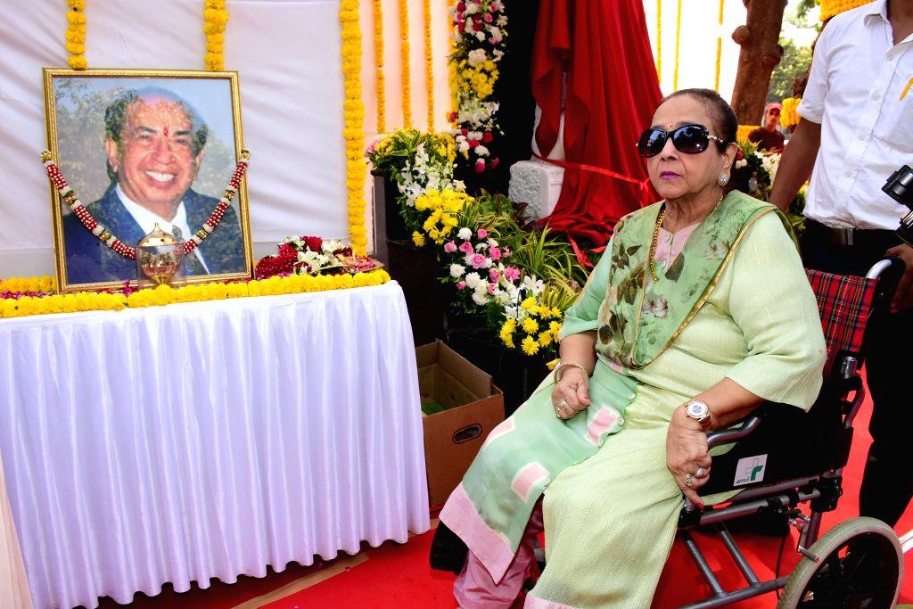 Legendary National Award winning playback singer Mahendra Kapoor's wife Praveen Mahendra Kapoor at the inauguration of 'Padmashri Mahendra Kapoor Chowk', in Mumbai on April 25, 2019. - Praveen Mahendra Kapoor