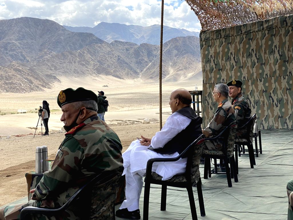 Leh: Defence Minister Rajnath Singh accompanied by Chief of Defence Staff General Bipin Rawat and Army Chief General Manoj Mukund Naravane, witnesses para dropping and scoping weapons at Stankna near Leh on July 17, 2020. (Photo: IANS) - Rajnath Singh