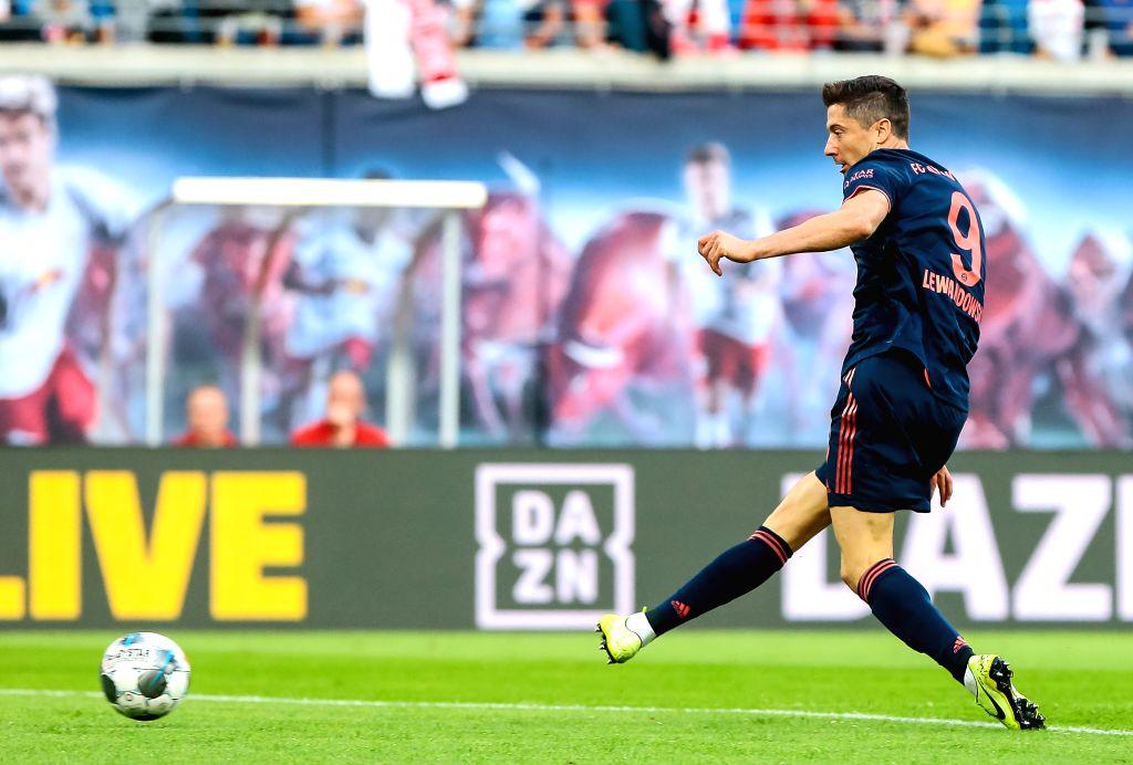 LEIPZIG, Sept. 15, 2019 - Robert Lewandowski of Bayern Munich takes a scoring shot during the Bundesliga soccer match between Leipzig and Bayern Munich in Leipzig, Germany, on Sept. 14, 2019.