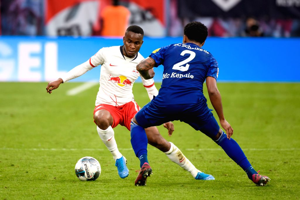 LEIPZIG, Sept. 29, 2019 - Amadou Haidara (L) of RB Leipzig vies with Weston McKennie of FC Schalke 04 during the Bundesliga soccer match between RB Leipzig and FC Schalke 04 in Leipzig , Germany, on ...