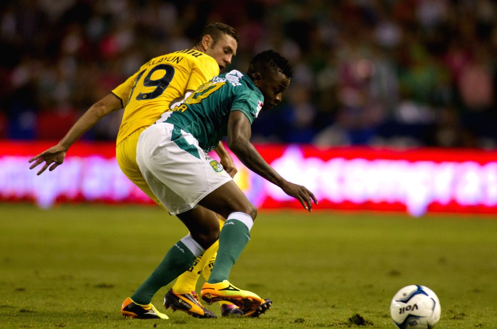 Leon's Eisner Loboa (R) vies for the ball with America's Miguel Layun during the first leg final match of the Liga MX, held in Leon Stadium, in Leon ...