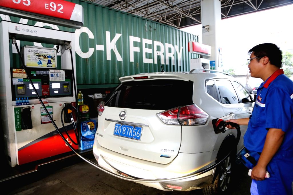 LIANYUNGANG, Sept. 3, 2018 - An employee fuels a vehicle at a gas station in Lianyungang, east China's Jiangsu Province, Sept. 3, 2018. China will raise the retail prices of gasoline and diesel ...