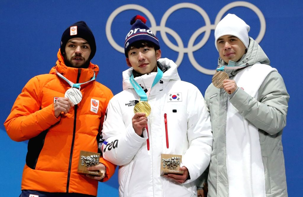 Lim Hyo-jun (C) of South Korea poses for a photo with his gold medal, along with silver medalist Sjinkie Knegt of the Netherlands (L) and bronze medalist Semen Elistratov of Olympic ...