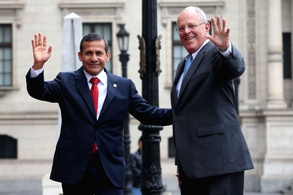 LIMA, June 23, 2016 - Peru's outgoing President Ollanta Humala (L) and President-elect Pedro Pablo Kuczynski wave before a meeting at the Government Palace in Lima, Peru, on June 22, 2016.