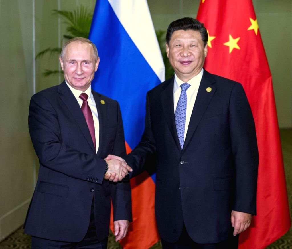 LIMA, Nov. 19, 2016 - Chinese President Xi Jinping (R) meets with his Russian counterpart Vladimir Putin in Lima, Peru, Nov. 19, 2016.