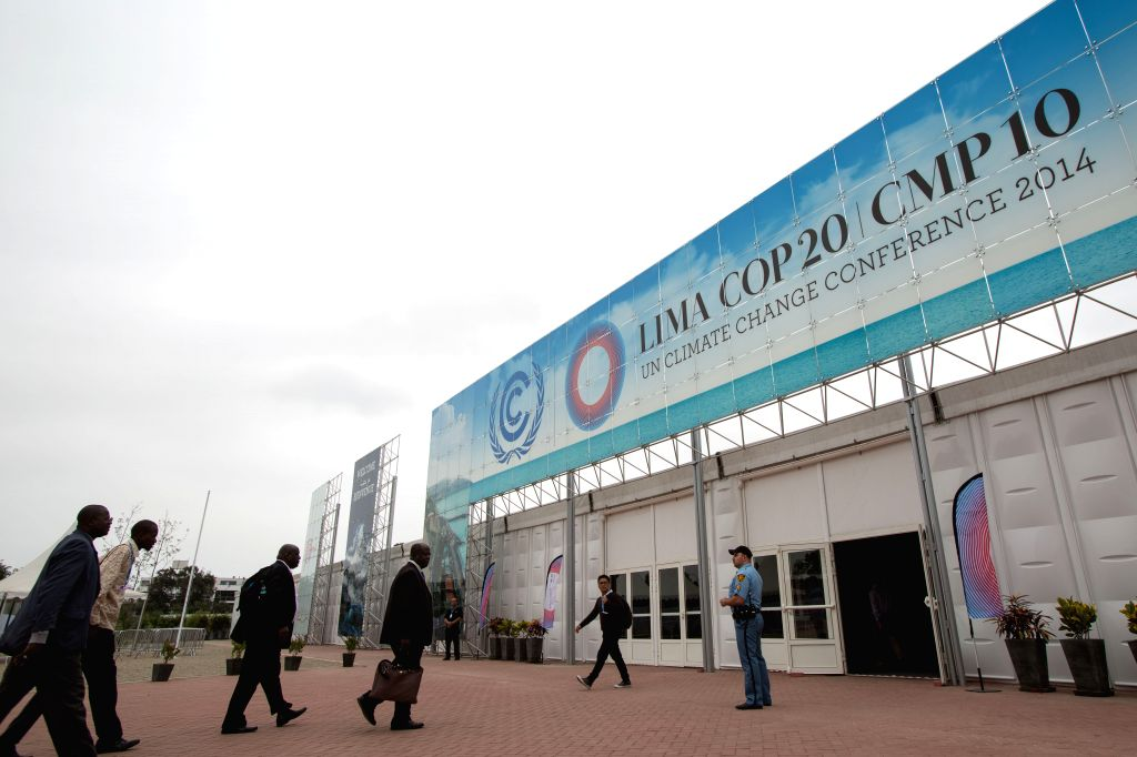 Lima (Peru): Participants walk into the meeting hall of the UN COP 20/CMP 10 20th session of the Conference of the Parties and the 10th session of the Conference of the Parties, serving as the ...