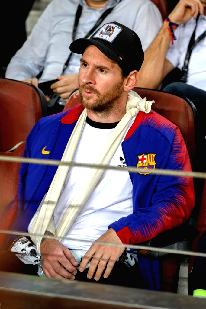 :Lionel Messi of Barcelona is seen on the stand during a group B Champions League match between FC Barcelona and Inter Milan in Barcelona, Spain, on Oct. 24, ...