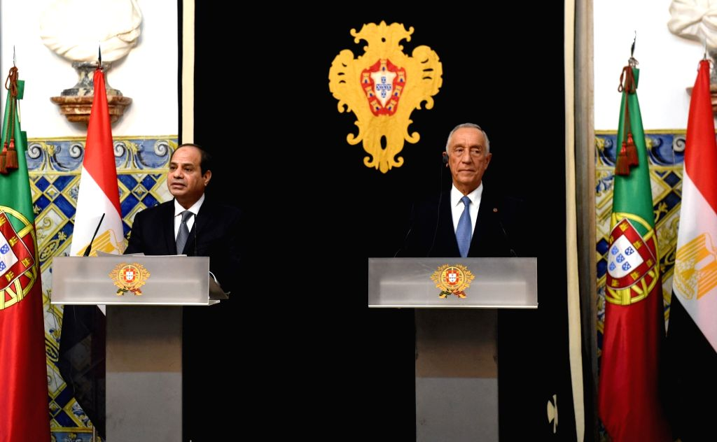 LISBON, Nov. 21, 2016 - Portuguese President Marcelo Rebelo de Sousa (R) and his Egyptian counterpart Abdel Fattah al-Sisi attend a press conference at the Belem Palace in Lisbon, capital of ...