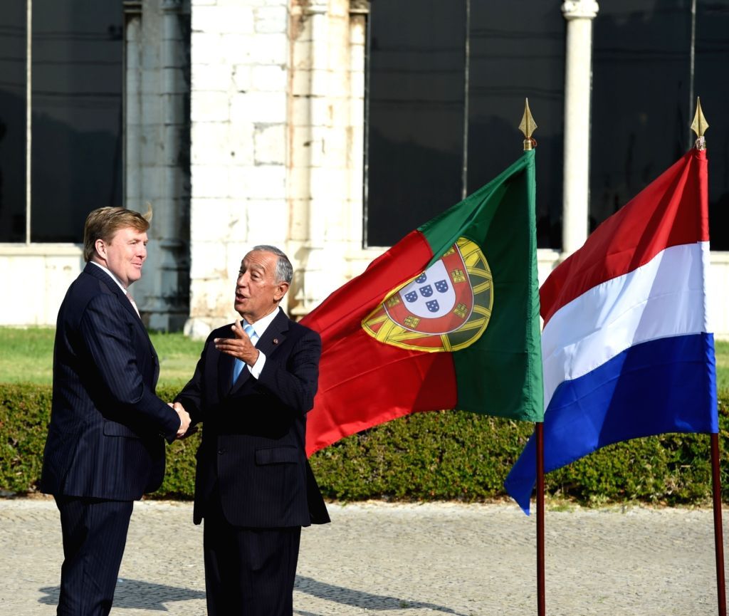 LISBON, Oct.10,2017 - Portuguese President Marcelo Rebelo de Sousa (R) greets King Willem-Alexander of the Netherlands during a welcoming ceremony in Lisbon on Oct. 10, 2017.