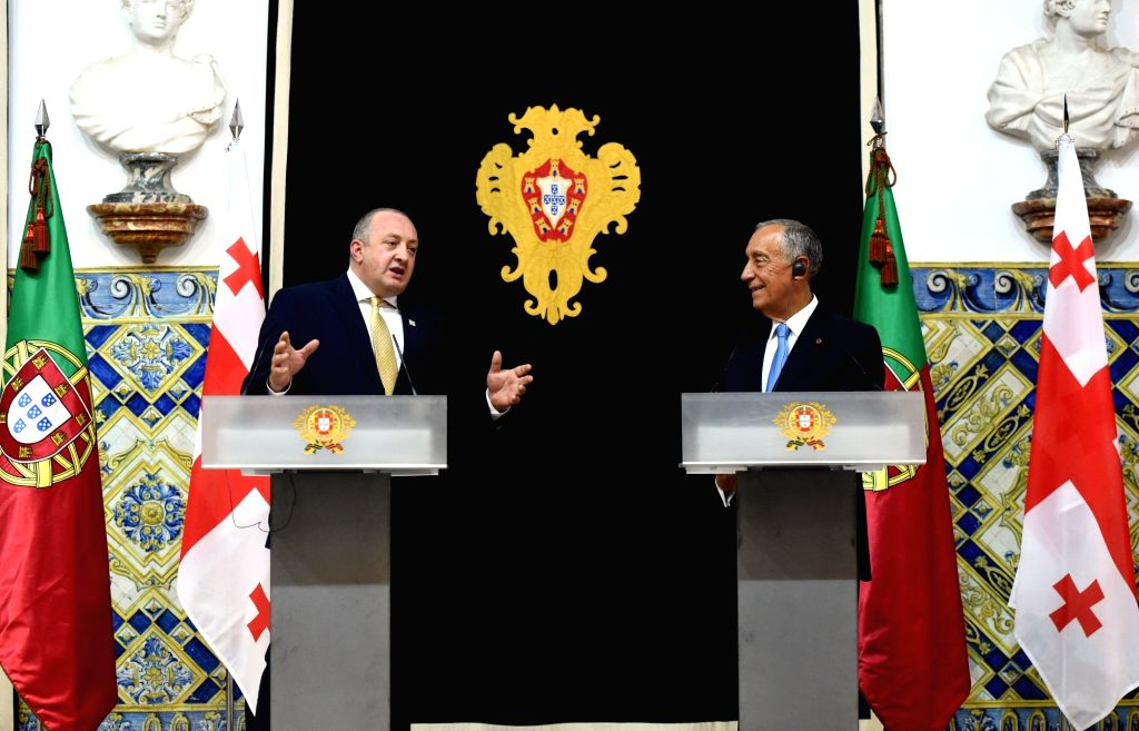 LISBON, Oct. 2, 2017 - Portuguese President Marcelo Rebelo de Sousa (R) and his Georgian counterpart Giorgi Margvelashvili attend a joint press conference in Lisbon, capital of Portugal, on Oct. 2, ...