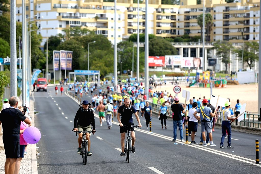 LISBON, Sept. 22, 2019 - People walk, run and ride bicycles on the occasion of an annual car free day in Oeiras, near Lisbon, Portugal, Sept. 22, 2019.