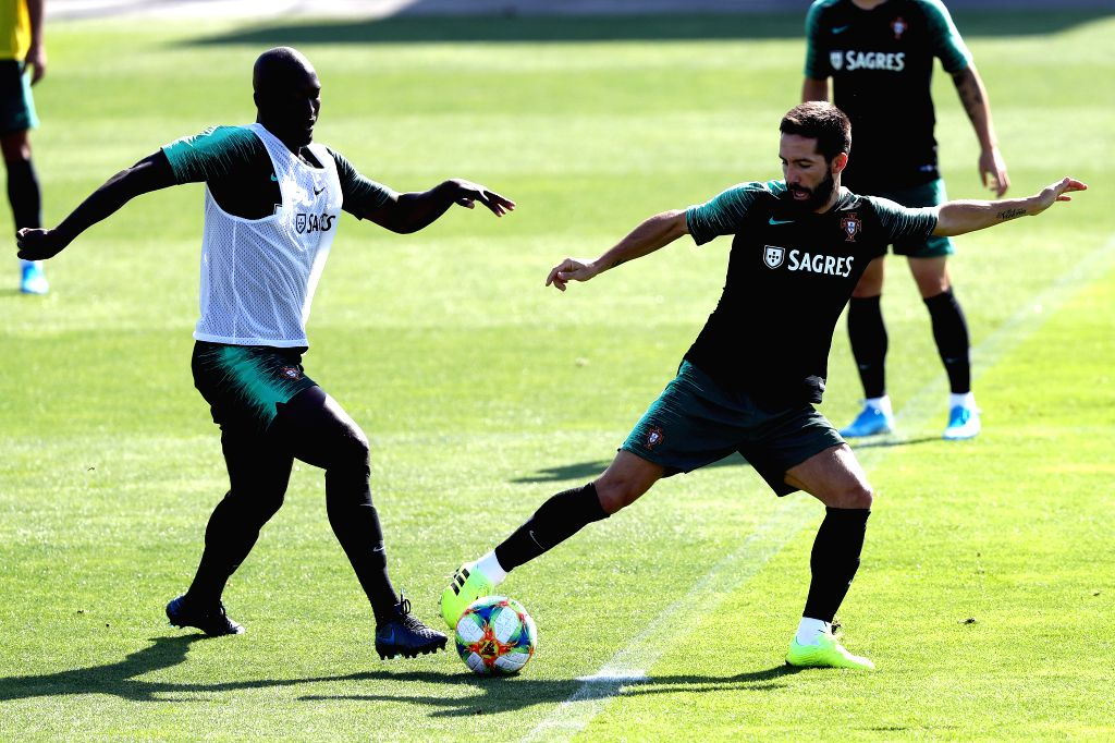 LISBON, Sept. 5, 2019 - Portugal's Danilo (L)  vies with Joao Moutinho during a training session at Cidade do Futebol (Football City) training camp in Oeiras, outskirts of Lisbon, Portugal, on Sept. ...