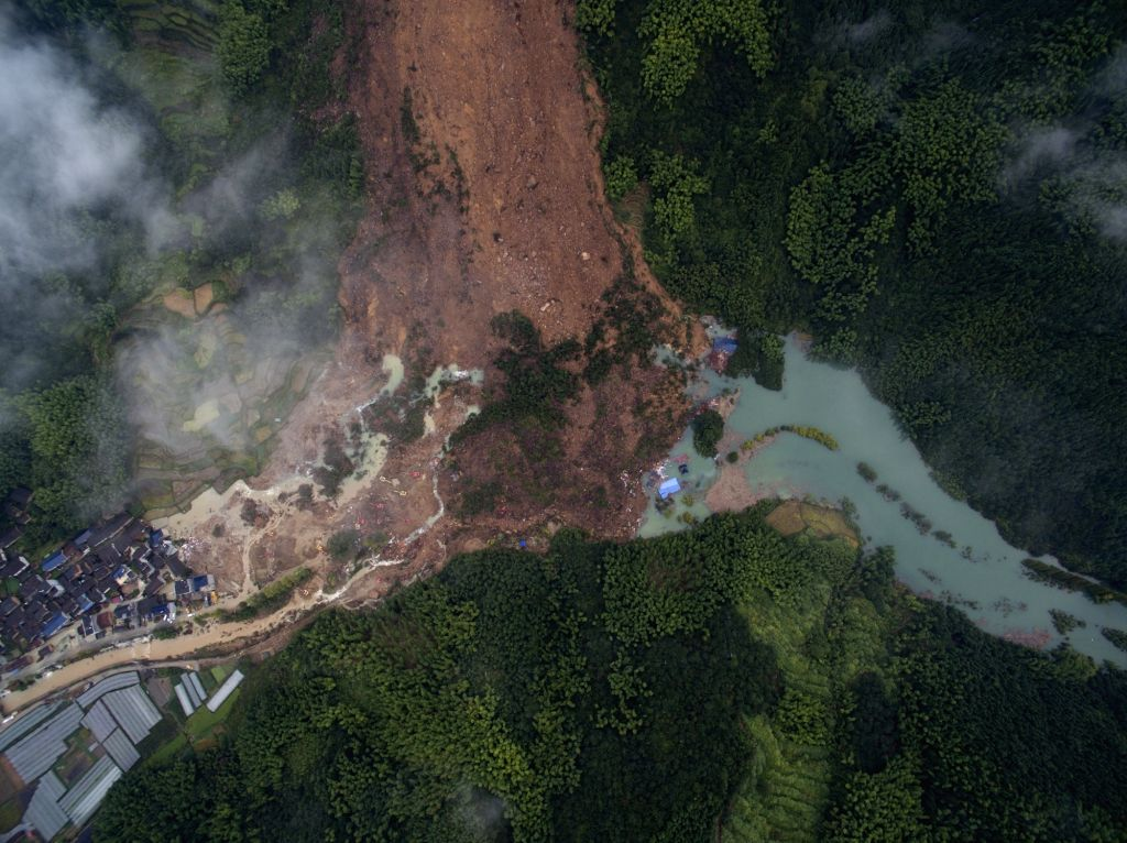 LISHUI, Sept. 30, 2016 - This aerial picture taken on Sept. 30, 2016 shows the site of landslide in Suichang County in Lishui, east China's Zhejiang Province. Fifteen people have been rescued, but ...