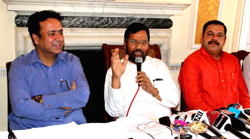 LJP chief and Union Minister for Consumer Affairs, Food and Public Distribution Ramvilas Paswan addresses a press conference in Srinagar, on July 1, 2016.