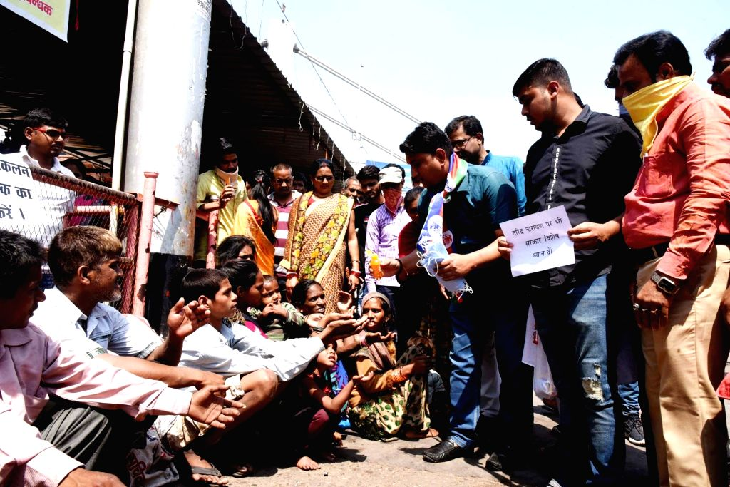 LJP leader Krishna Singh Kallu distributes sanitisers, masks and soaps among beggars amid COVID-19 in Patna, on 19 March 2020. - Singh Kallu
